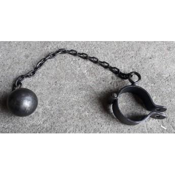 Koule s objímkou na řetězu